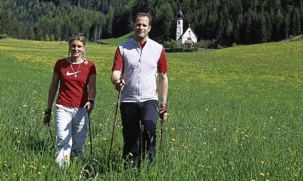 Mountain biking und Nordic Walking: Discover the Funes Valley actively