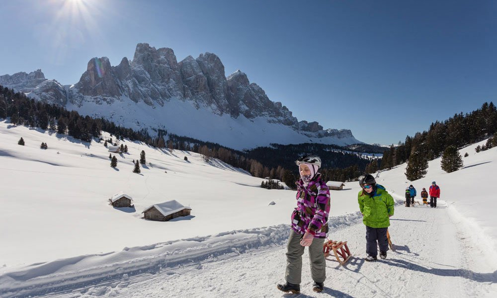 Skiing, tobogagging and ice-skating: holiday fun during a winter holiday in Eisack valley